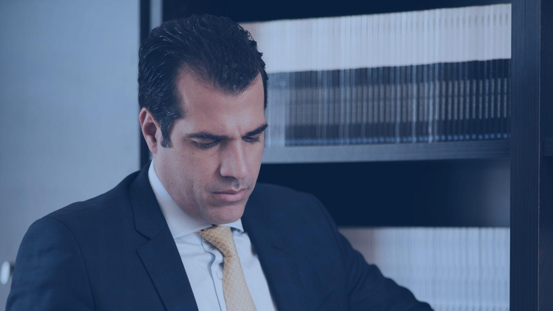 Ερώτηση στη Βουλή Διαδικτυακή επικοινωνία μεταξύ δικηγόρου και εντολέα σε σωφρονιστικά καταστήματα κράτησης